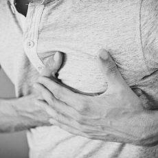 Mężczyzna z bólem serca