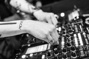 Konsola DJ-a