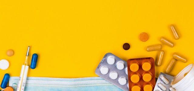 Maseczka, tabletki i termometr